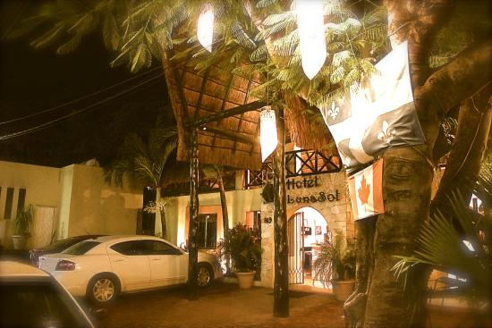Hotel LunaSol: Front Entrance