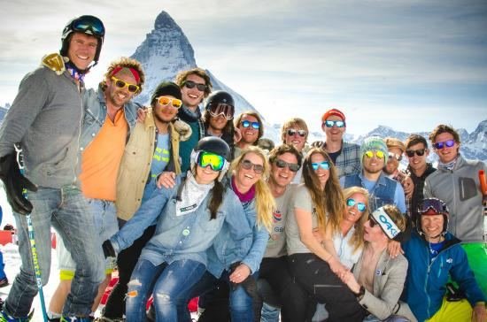 European Snowsport Zermatt Ski School: Staff From ES Verbier and ES Zermatt gather together for the Zermatt bumps competition