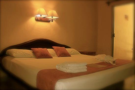 Hotel LunaSol : King Size Bed