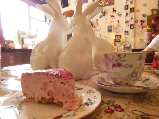 Foam Cafe and Gallery: red berries cheesecake