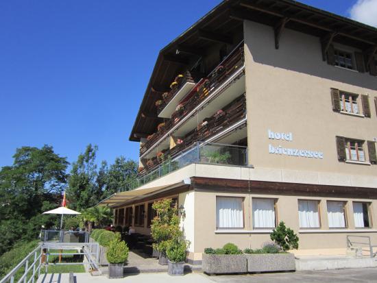 Hotel Brienzersee: Vue depuis le parking de l'hôtel