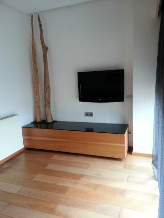 Sala de estar/TV - Picture of Suites Avenue, Barcelona - TripAdvisor