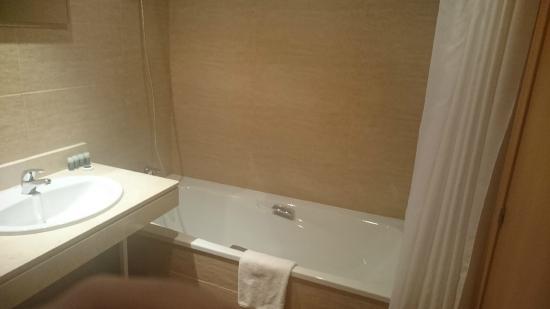 Apartahotel Exe Campus San Mamés: El baño muy nuevo