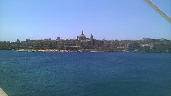 Club Riza Aparthotel: Valletta from Sliema