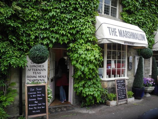 Marshmallow tearoom & restaurant: Вход
