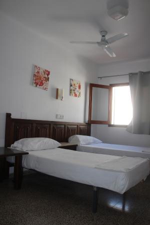 Hostal Las Nieves: Habitación doble con el baño compartido