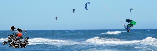 Life is a Beach Barcelona's Uutback Tours - Tour : Kitesurf in Castefas