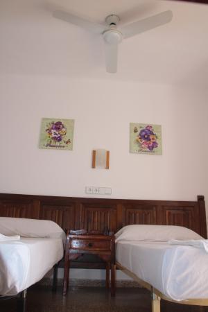 Hostal Las Nieves: Habitación doble con el baño privado