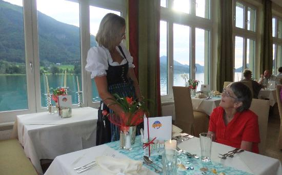 Hotel Seerose: Dining with lake view