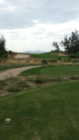 Danang Golf Club: 海に向かうショート