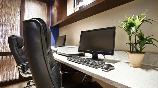 BEST WESTERN PLUS Berkshire Hills Inn & Suites: Business center