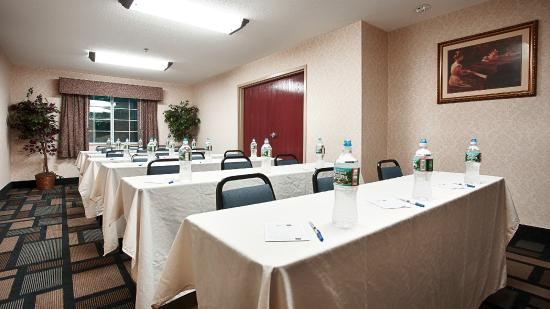 Best Western Plus Berkshire Hills Inn & Suites: Function room