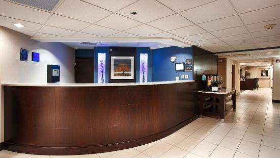 BEST WESTERN PLUS Berkshire Hills Inn & Suites: Lobby