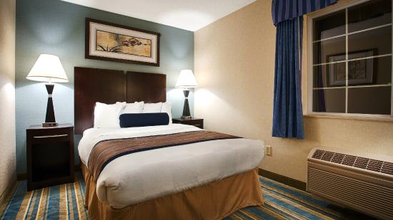 BEST WESTERN PLUS Berkshire Hills Inn & Suites: Guest Suite