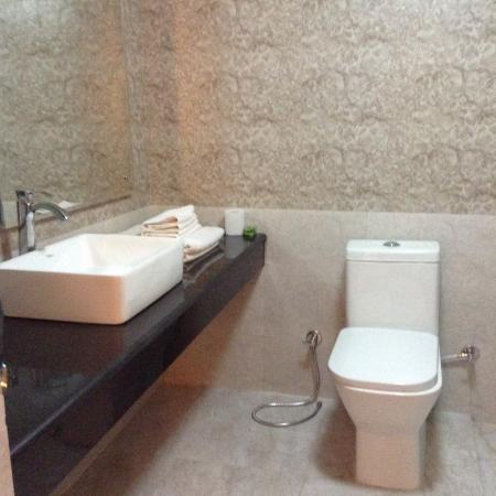 Hotel Moonlight: Newly refurbished bathroom