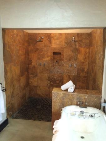 Addo, Sudáfrica: Indoor Shower and Bath