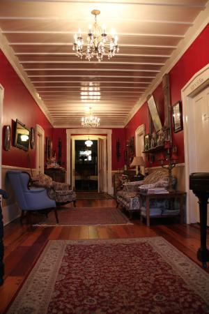 The Steamboat Inn Bed & Breakfast: Entrance hall