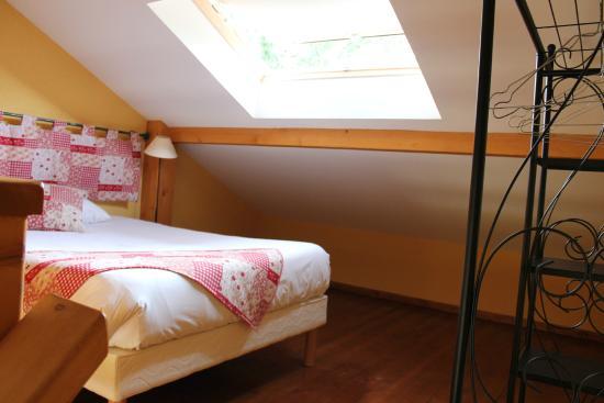 Auberge La Ferme De Ferrieres : Второй этаж - спальня