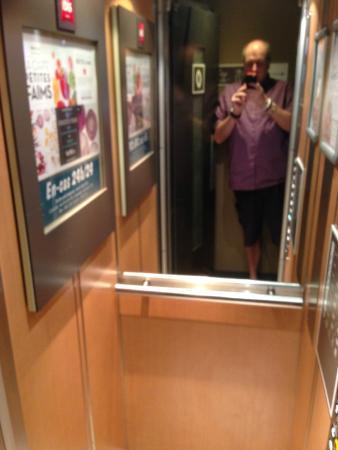 Ibis Paris Sacré Coeur 18ème : Tiny lift