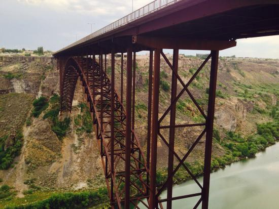 Anderson Camp: Sho Shone Falls, the Perrine Bridge and twin Cities is 11 minutes away.