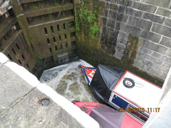 Bingley, UK: Lock gate closed