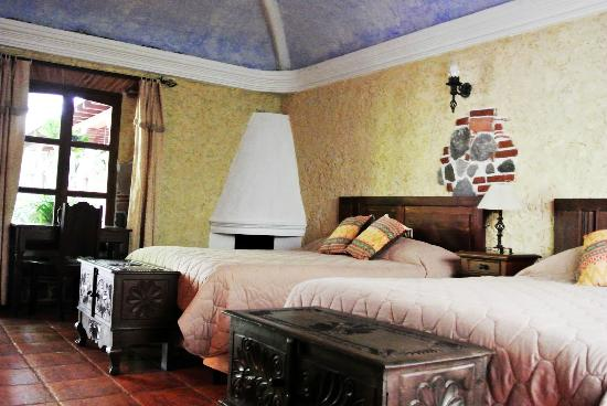 Real Plaza Hotel Suites: Hermosa habitación.