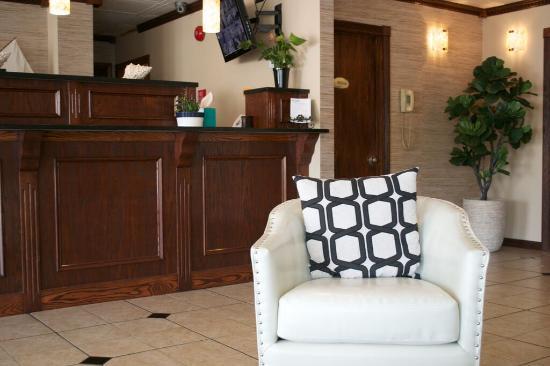 Brighton Suites Hotel: Lobby