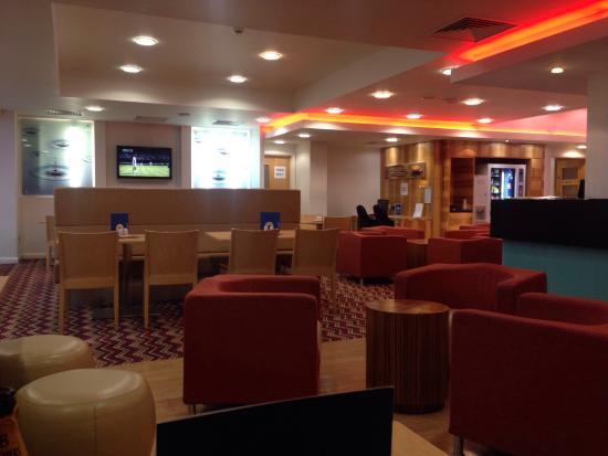Holiday Inn Express London-Watford Junction: bar