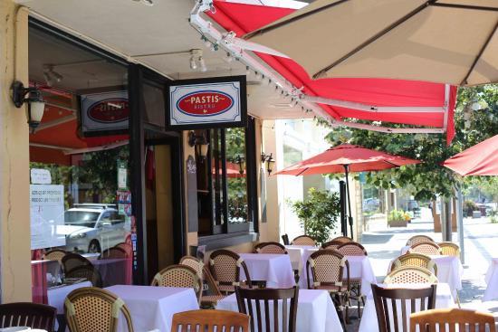 Pastis: Visão da frente do restaurante