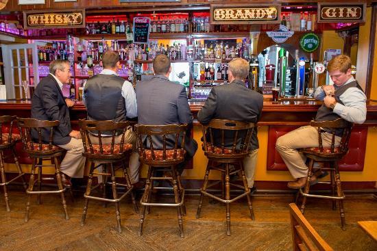 Haven Hotel Dunmore East: Beautiful bar, wonderful bartenders. Great Beer selection