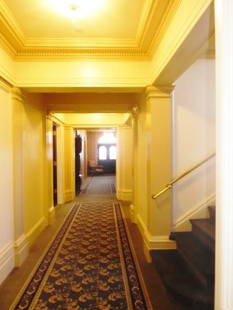yellow hallway picture of theodore roosevelt inaugural national