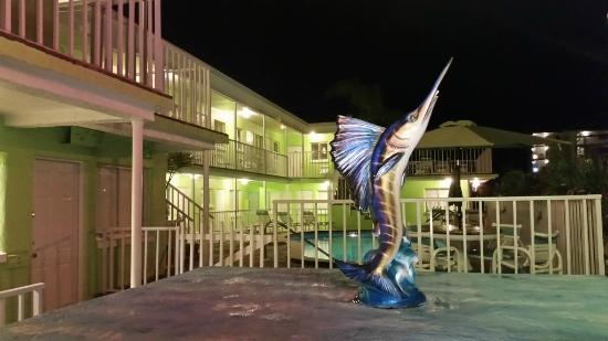 Brightwater Suites on Clearwater Beach: Evening lighting