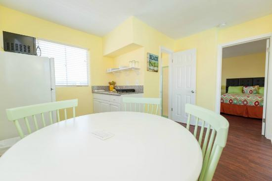Brightwater Suites on Clearwater Beach: Suite dining area