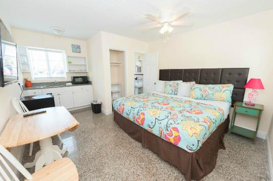 Brightwater Suites on Clearwater Beach: Courtyard area room