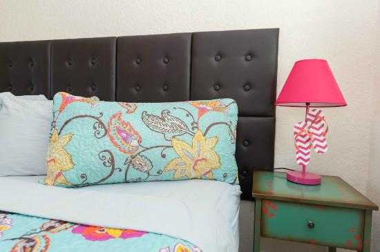 Brightwater Suites on Clearwater Beach: Bedding and decor detail