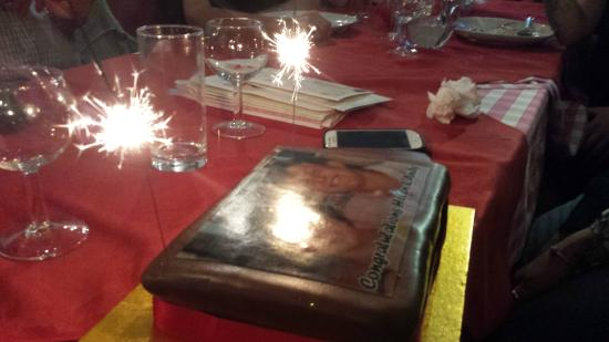 Alfredo Restaurant: The sparkly cake