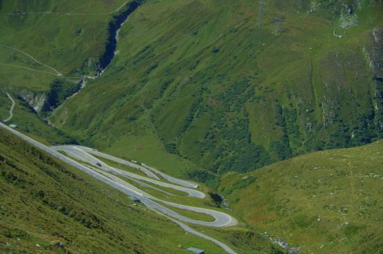 Ulrichen, İsviçre: Горный серпантин