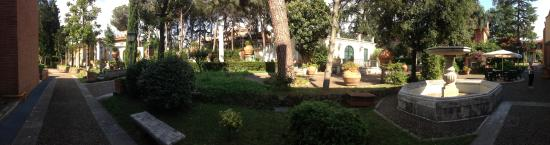 Kaire Hotel: Panoramic view of the garden