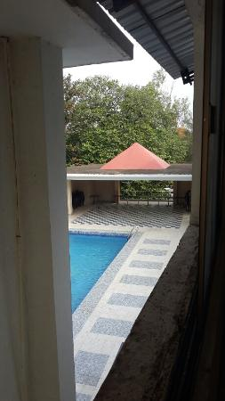 Kalchuri Residency: Swimming pool