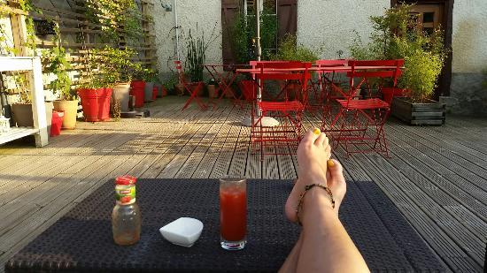 Hotel Restaurant La Barguillere : Terrrasse nature superbe, détente et accueil au top!