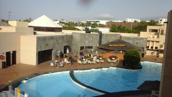Blue Sea Costa Teguise Gardens: Pool and bar