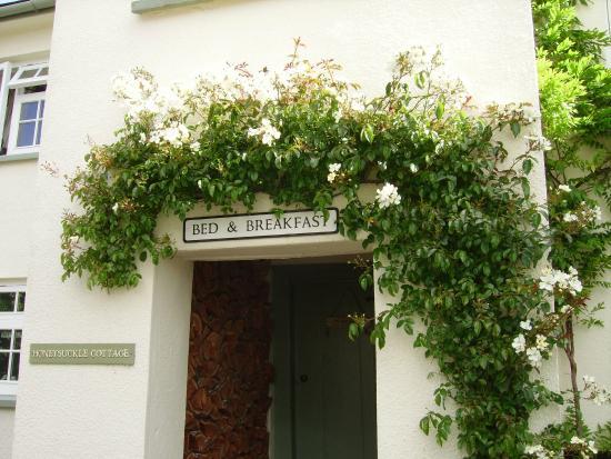 Honeysuckle Cottage Bed & Breakfast: Front entrance
