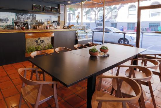 Riverwalk Plaza Hotel & Suites: Coffee Shop