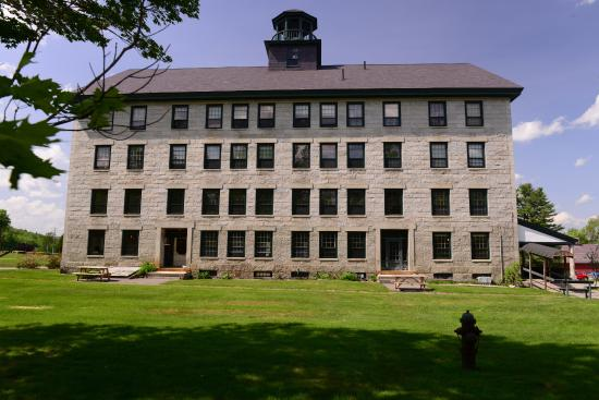 Enfield Shaker Museum: Great Stone House, Enfield NH. rooms to let too