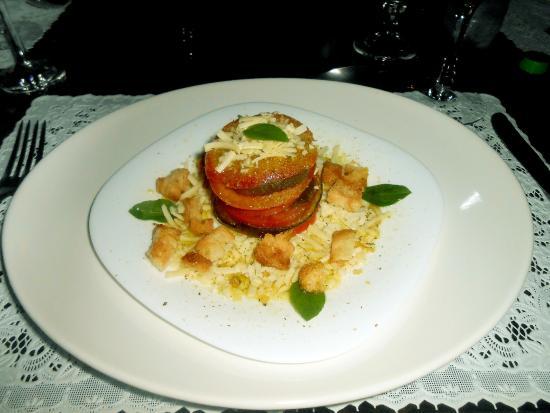 Bistro Alquimia Dos Sabores: Salada de entrada maravilhosa... O prato principal, sopa de mandioca... Não teu tempo de fazer a