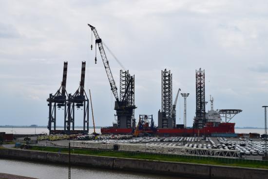 Container-Aussichtsturm: Blick vom Terminal aus