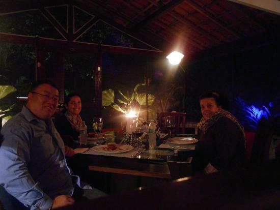 Bistro Alquimia Dos Sabores: O ambiente convida você a pedir um bom vinho e curtir o momento!