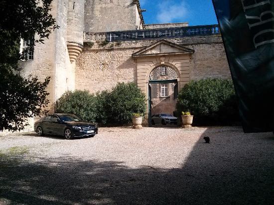 Villevieille, France : Cour d'honneur