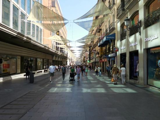 Calle De Preciados Filled With Shops Picture Of Puerta