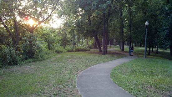 Ocmulgee Heritage Trail: Park at sunset